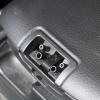 RX-8のセンターコンソールの壊れたボタンを新品に交換する