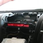 RX-8のダッシュボードセンターパネルを取り外す